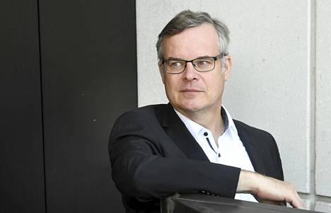 HUSin diagnostiikkajohtaja Lasse Lehtonen kehottaa nuorisoa hakeutumaan herkästi testiin.