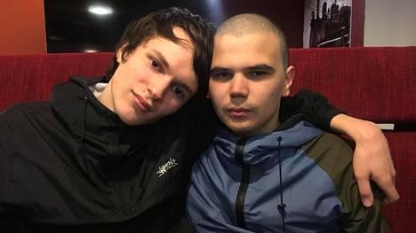 Oikeuden mukaan tässä ovat Aleksandr ja Aleksei Kartashov. Itse he väittävät yhä olevansa Aleksandr Temnov ja Nikita Shulga.