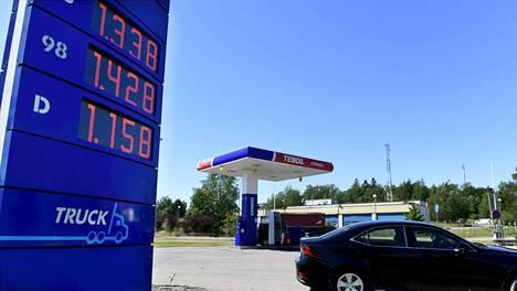 Juhannuksen tienoilla polttoaineiden hinta oli jo alkanut normalisoitumaan kevään shokkihintojen jälkeen.