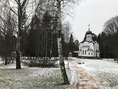 Repinon kirkko on lähellä rautatieasemaa ja Huuhkajien hotellia.