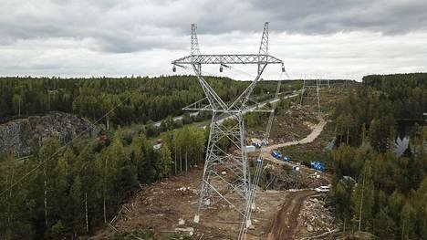 Suomessa kulutettiin viime vuoden aikana yli 87 terawattituntia sähköä. Fingridin verkossa siirrettiin siitä kolme neljäsosaa.