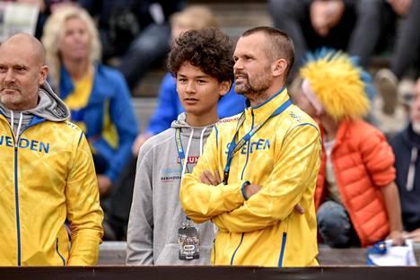 Melwin ja Stefan Holm olivat Göteborgissa seuraamassa Suomi-Ruotsi-maaottelua.