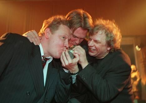 Uutisvuoto nappasi parhaan viihdeohjelman Venla-palkinnon vuonna 1999.