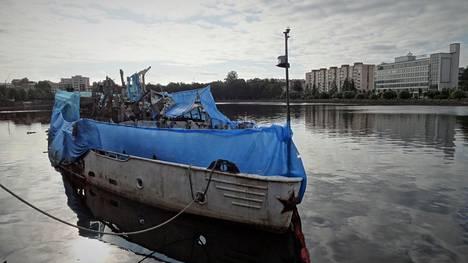 Vuonna 1954 Itä-Saksassa rakennettu Korolenko-laiva palveli Viipurissa edullisena hotellina yli 20 vuotta ennen kuin raju tulipalo tuhosi sen.