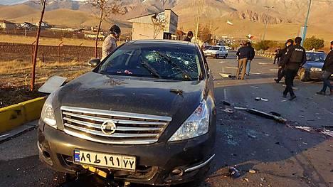Mohsen Fakhrizadehin auto kuvattuna hyökkäyksen jälkeen.