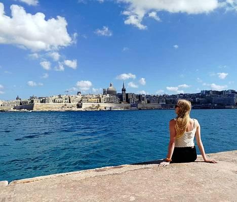 Muita Maltasta haaveilevia suomalaisia Juulia kannustaa tarttumaan unelmiin. Töitä on saarivaltiosta helppoa saada, etenkin jos englannin kieli on sujuvaa.
