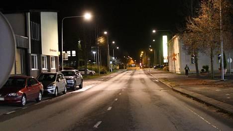 Viikonlopun suru-uutinen on synkentänyt tunnelmia Huittisten keskustassa.