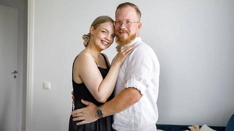 """""""Tuntuu, että raskaus ja vauvakin ovat muuttaneet suhdettamme paljon. Ja se, että tunnemme toisiamme paremmin kuin alkuun"""", Miisa Nuorgam sanoo."""