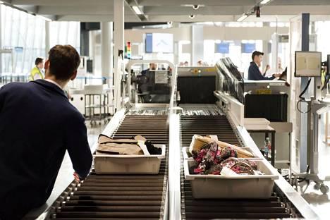 JHL:n ilmoittamat uudet tukitoimet voivat näkyä lentokenttien turvatarkastuksissa.