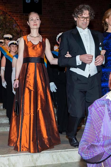 Metallipinnat ja poltettu oranssi kuuluvat hetken suosikkivalintoihin. Pernille Rieker ja Philipp Haug.