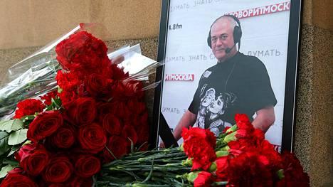 Venäjän suorapuheisimpiin toimittajiin kuulunut Sergei Dorenko menehtyi virallisen kuolinsyyraportin mukaan sairauskohtaukseen, jonka hän sai kesken moottoripyöräajelun Moskovan keskustassa.