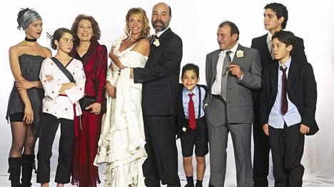 Serranojen perhe, eli Eva, Téte, Carmen, Lucía, Diego, Churro, Santiago, Marcos ja Guille.