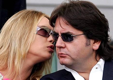 Avioliitto Stefano Ricuccin kanssa kesti vain vajaat kaksi vuotta. Ricucci on ollut toistuvasti ongelmissa viranomaisten ja hänet vangittiin pari viikkoa sitten epäiltynä mm. lahjonnasta.