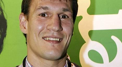 Entinen nyrkkeilyn ammattilaisten keskisarjan Euroopan mestari Amin Asikainen on nyt ukkomies.