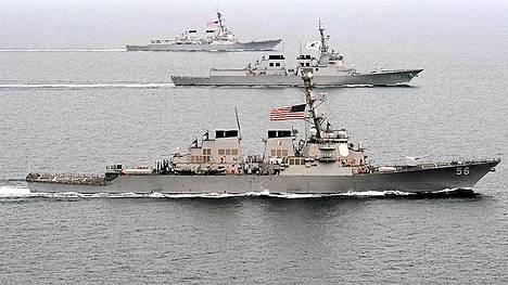 Ohjusristeilijä USS John S. McCain on siirtynyt partoimaan Korean niemimaan edustalle.