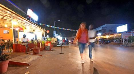 Senegambia Strip -katu on ravintoloiden, yökerhojen ja hotellien keskittymä ja Gambian rannikon yöelämän keskus.