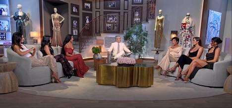 Kardashian-perherealitysta tulee vielä kaksi reunion-jaksoa. Kuva on reunion-jakson keskustelusta.