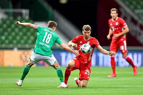 Kelpo ottelun pelannut Bremenin suomalaiskapteeni Niklas Moisender joutui katselemaan Bayern Münchenin voittoa aitiopaikalta.