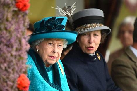 Kuningatar Elisabet ja prinsessa Anne edustivat yhdessä Skotlannissa.