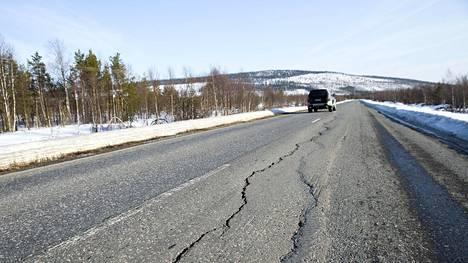 Ekonomistien enemmistö ei kannata polttoaineveron korvaamista paikantamiseen perustuvalla kilometriverolla.