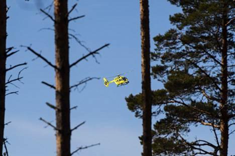 Paikalla oli myös pelastushelikopteri Finnhems.
