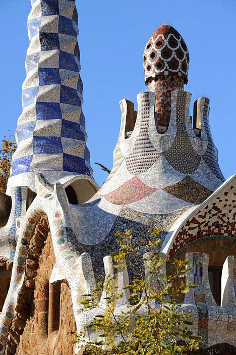 Park Güellin puisto Barcelonassa on värikäs ja leikkisä.