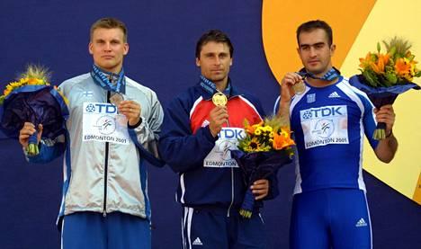 Koko Edmontonin MM-kisojen 2001 mitalikolmikko Aki Parviainen, Jan Zelezny ja Konstadinos Gatsioudis on heittänyt yli 90 metriä Kuortaneella.