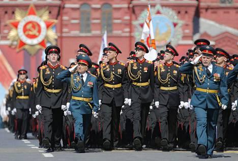 Paraatiin osallistui yhteensä yli 10000 sotilasta.