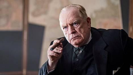 Churchill-elokuvassa nimiroolissa sikareita tupruttamassa nähdään skottilainen Brian Cox.