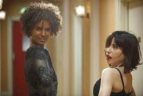 Catwalkin aakkoset: Liya Kebede ja Sally Hawkins elokuvassa Aavikon kukka.