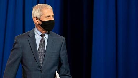 Valkoisen talon koronatyöryhmän avainjäsen Anthony Fauci suositteli suojalasien tai kasvokilven käyttöä ABC Newsin haastattelussa.