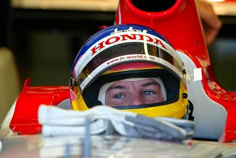 Villeneuve kuvattuna BARin ratissa syyskuussa 2003.