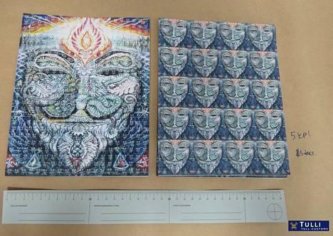 Kuvassa tullin Tor-verkossa tehdyistä kaupoista takavarikoituja LSD-lappuja.