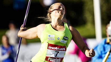 Heidi Nokelainen heitti ennätyksensä sivutuuleen.