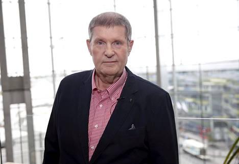 Matti Siitonen on säveltänyt Katri Helenan Katson sineen taivaan -kappaleen.