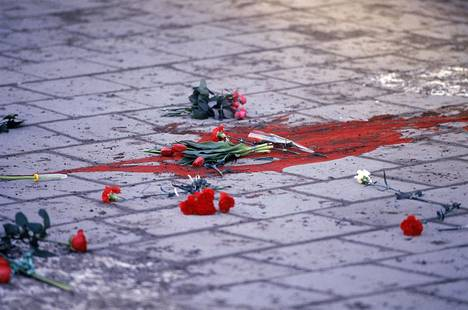 Veren tahrima jalkakäytävä pääministeri Olof Palmen murhan jälkeen, 1.3.1986.