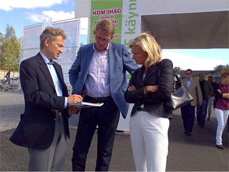 Pääministeri Matti Vanhanen vieraili tänään Sirkka Mertalan kanssa Vaasan asuntomessuilla.