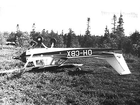 Miesten kone oli löydetty 31.7. Kuolan niemimaan kaakkoiskulmasta pakkolaskun tehneenä ja katolleen kääntyneenä.
