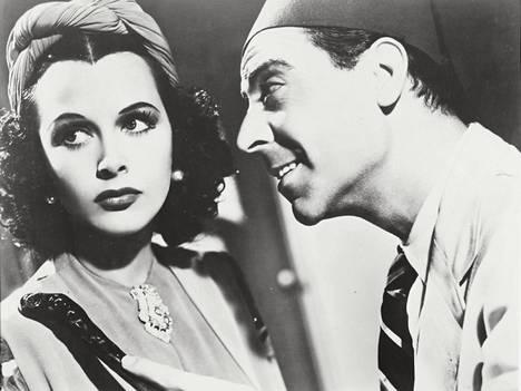 Casbahin vangissa Hedy Lamarr näyttelee Algeriaan saapunutta ranskalaisturistia, joka saa paikallisten huomion.