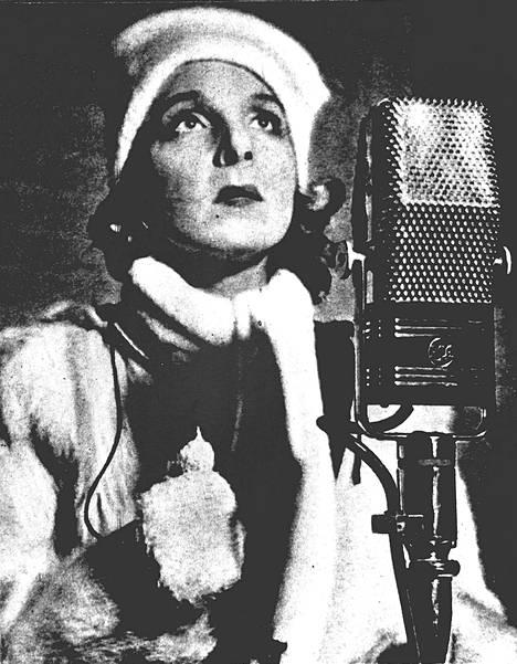 Ella Eronen esitti Maamme-laulun Tukholman stadionilla helmikuussa 1940.