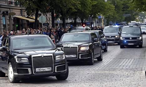 Putinin auton tunnisti Venäjän lipusta.