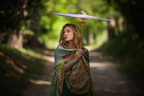 Beatricen (Valeria Bruni Tedeschi) puhe ei ota loppuakseen.