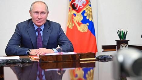 Venäjän presidentti Vladimir Putin ottaa osaa massiiviseen laivastoparaatiin.