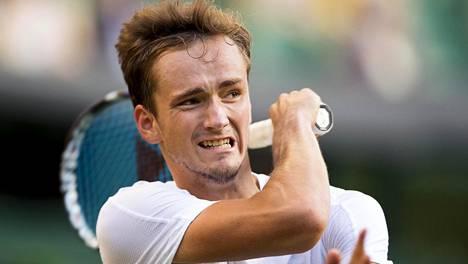 Daniil Medvedevin pelit päättyivät Wimbledonissa toiselle kierrokselle ja perään on tulossa vielä iso sakkorangaistus.