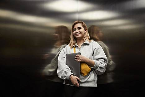 Alle kolmikymppinen Laura Kankaala on tietoturva-alan ammattilainen. IT-alalla noin kolmannes on naisia.