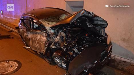 Autoa kuljettanut 44-vuotias mies selvisi ilmalennosta kuin ihmeen kaupalla pelkillä mustelmilla.
