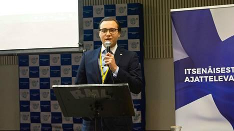 Perussuomalaisten nuorten kolmas varapuheenjohtaja Tomer Souranto puhuu perussuomalaisten nuorten syyskokouksessa Riihimäellä 10. marraskuuta 2019.