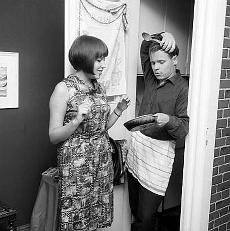 Ohjaaja Ere Kokkonen ja vaimo Tarja-Tuulikki Tarsala, 20.8.1964.