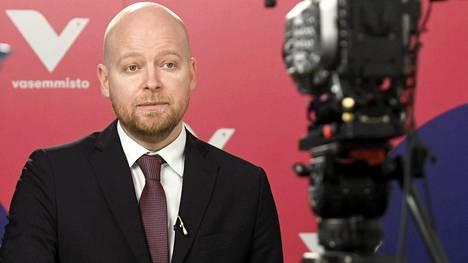 Vasemmistoliiton varapuheenjohtajan Jussi Saramon mukaan verojärjestelmä ei kannustaa yrityksiä investoimaan, vaan yrityksen omistajia nostamaan yrityksestä maksimiosingot vuosittain.