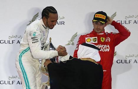 Lewis Hamilton nappasi voiton, joka oli jo menossa Charles Leclerille.